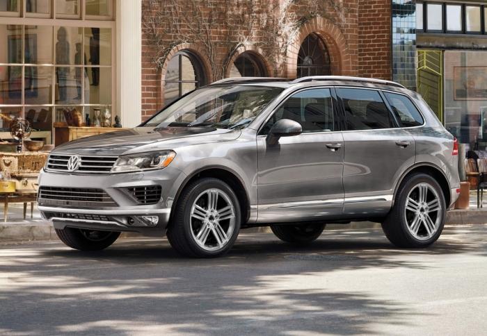Giá bán ô tô Volkswagen Touareg GP đời 2016, màu bạc, xe nhập