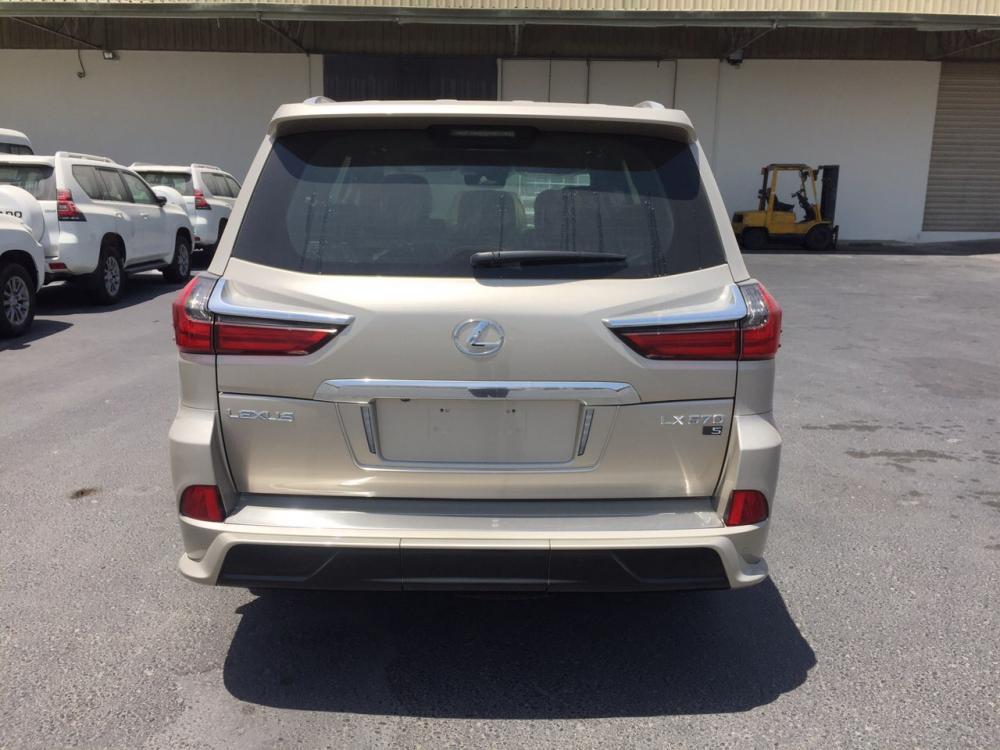 Bán Lexus LX570 Super Sport S cát vàng 2020 mới 100% xe nhập Trung Đông, nội thất hai màu, bản full đồ nhất