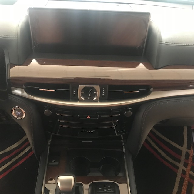 Lexus LX570 Super Sport S 2020 màu đen, nội thất nâu da Bò, xe xuất Trung Đông mới 100%