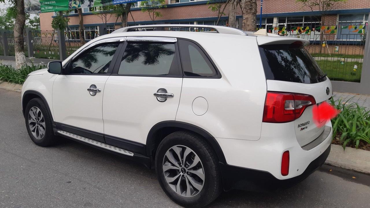 Bán Kia Sorento G năm sản xuất 2017, màu trắng, giá 810tr