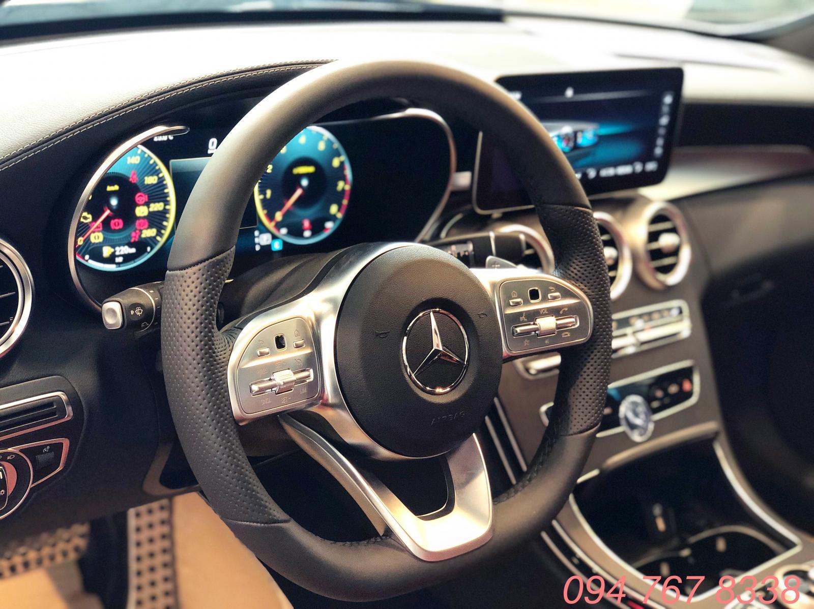 Mercedes C300 AMG 2019 giao ngay giá ưu đãi lớn nhất, mua xe chỉ với 399tr