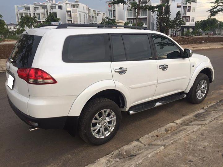 Cần bán xe Mitsubishi Pazero 2017 AT, máy xăng 3.0 màu trắng