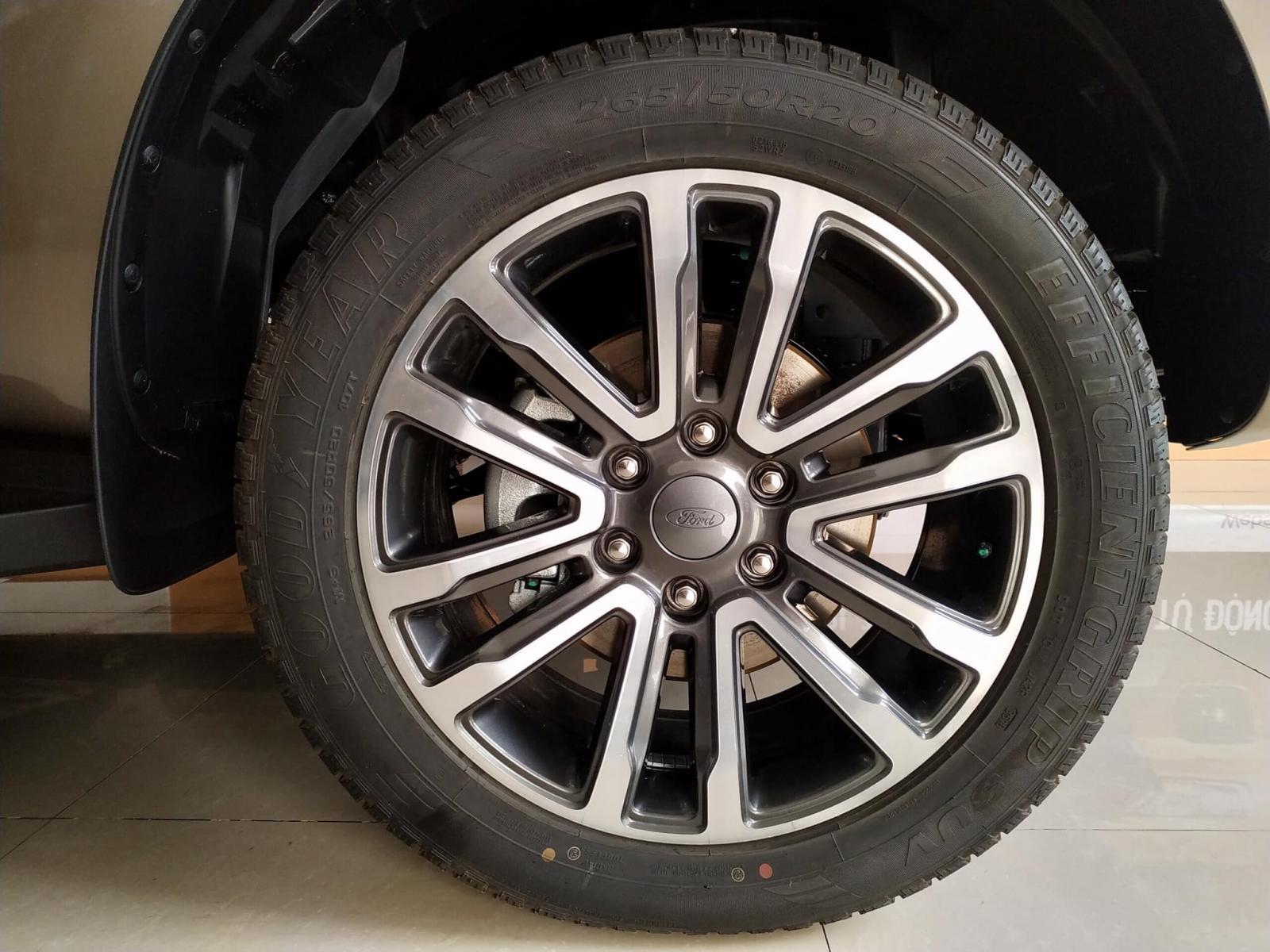 Ford Everest 2019 giá hấp dẫn xe giao ngay, ưu đãi giảm tiền mặt trực tiếp tặng kèm gói phụ kiện hotline: 0933 068 739