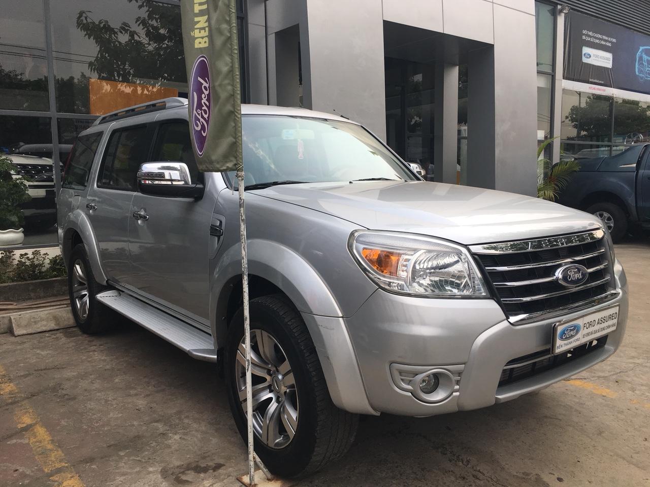 Cần bán Ford Everest Limited sản xuất 2012, màu bạc