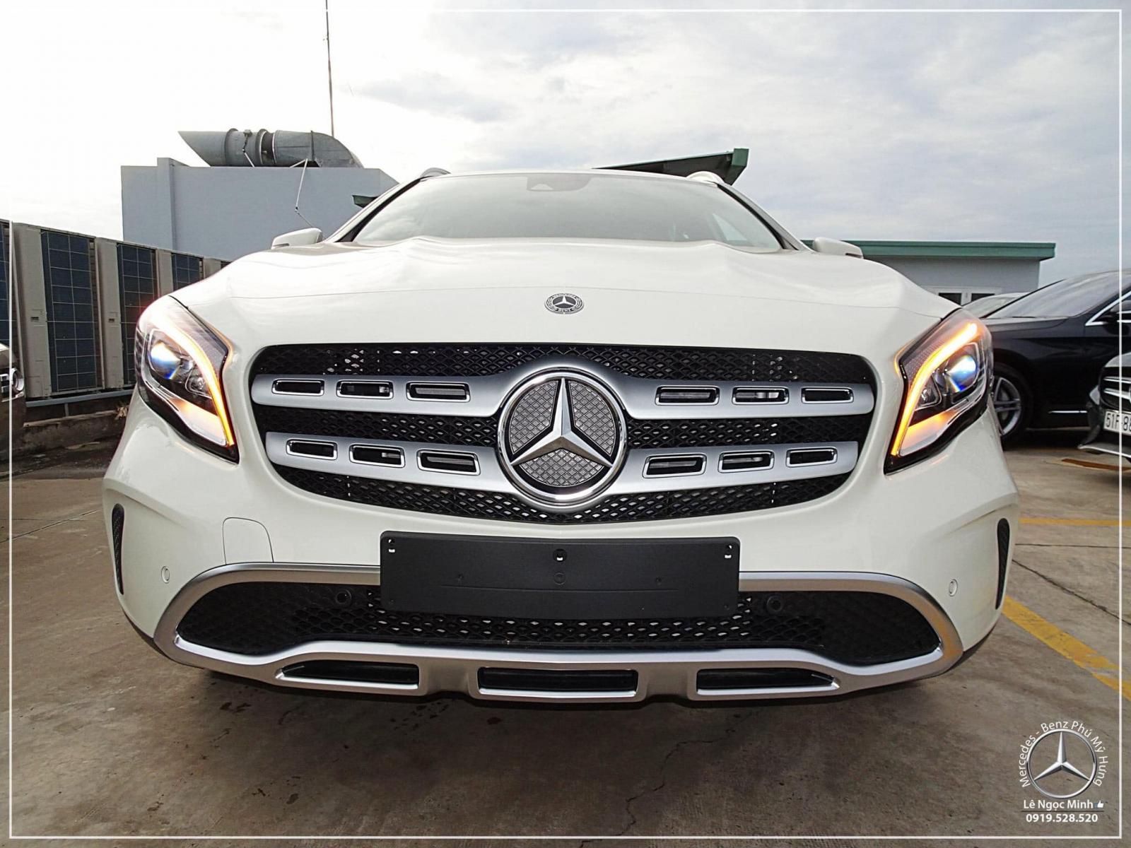 Bán Mercedes GLA 200 new - SUV 5 chỗ nhập khẩu - hỗ trợ ngân hàng 80%, xe giao ngay, LH 0919 528 520