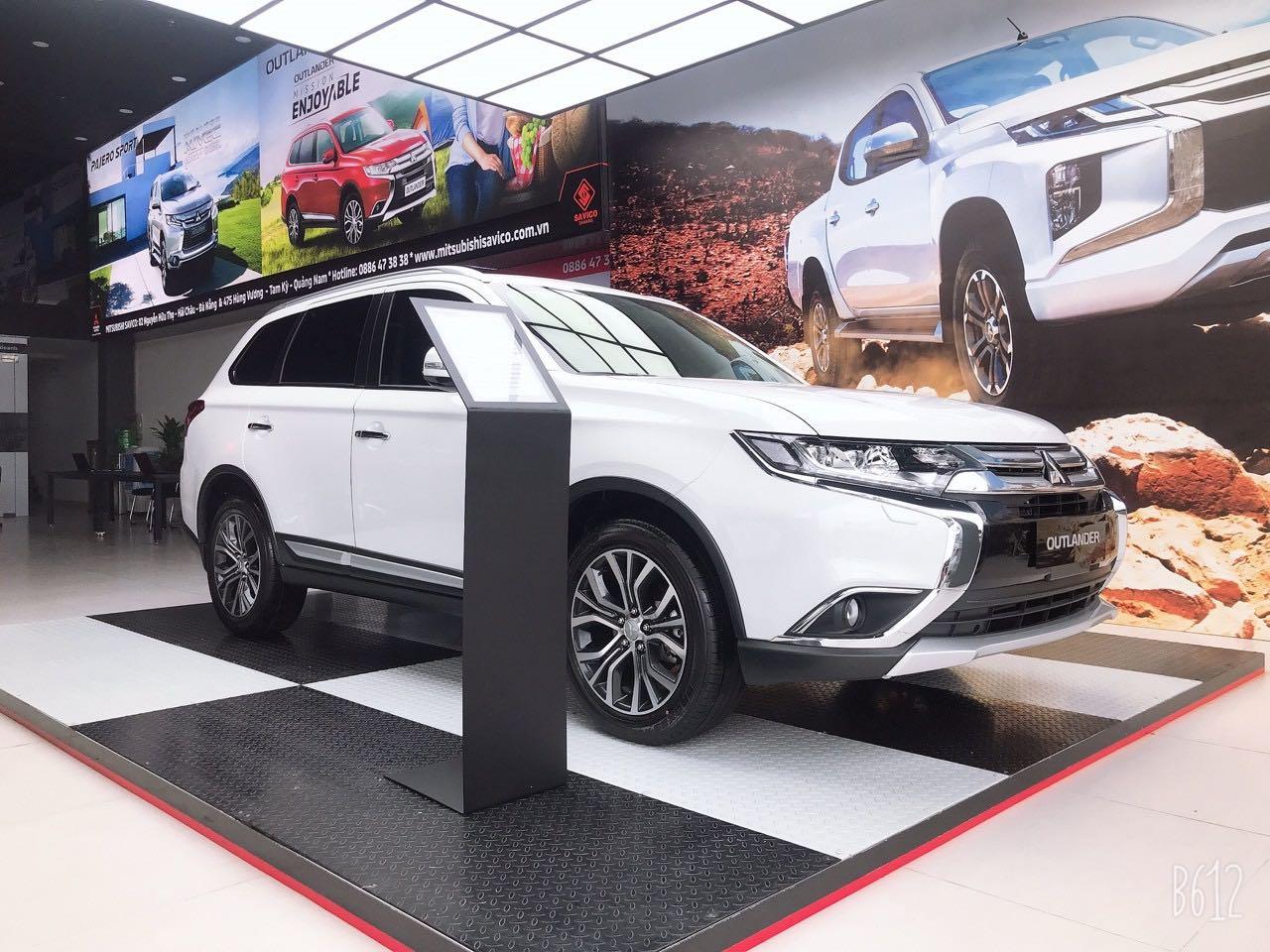 Cần bán Mitsubishi Outlander đời 2019, màu đen, xe nhập giá cạnh tranh