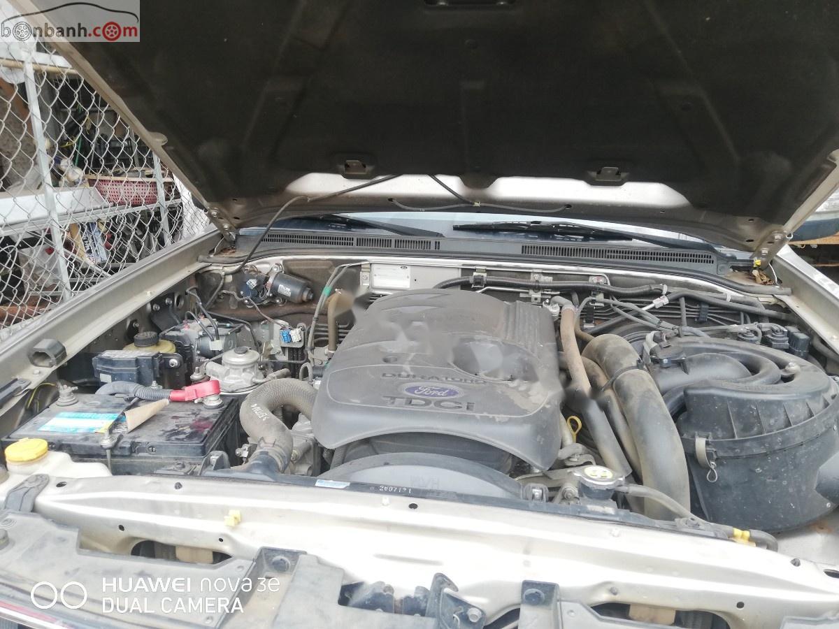 Chính chủ bán Ford Everest 2.5L 4x2 MT đời 2013, màu hồng phấn, nhập khẩu
