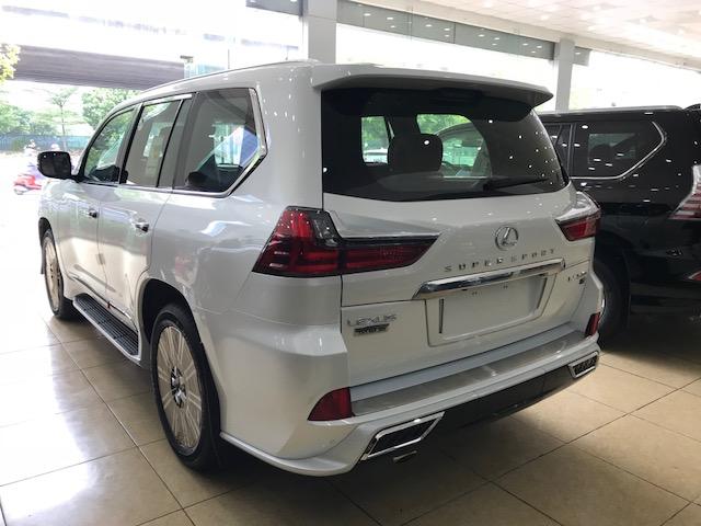 Bán Lexus LX570 Autobiography MBS 4 ghế Massage màu trắng, nội thất nâu da bò 2021 mới nhất