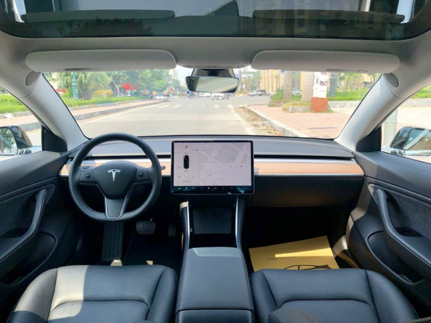 Tesla Model 3 đời 2018, màu đen, nhập khẩu