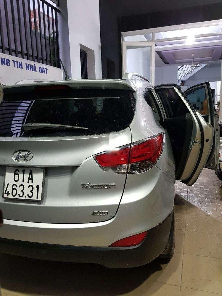 Bán Hyundai Tucson năm sản xuất 2011, màu bạc, nhập khẩu, giá cạnh tranh