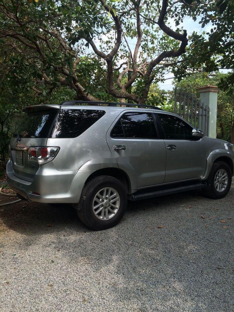 Bán Toyota Fortuner năm sản xuất 2012, màu bạc, nhập khẩu nguyên chiếc, giá cạnh tranh