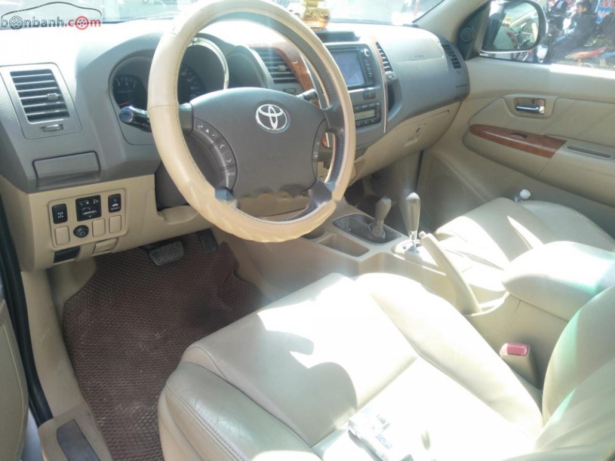 Cần bán xe Toyota Fortuner đời 2011, màu bạc, 495 triệu xe còn mới lắm