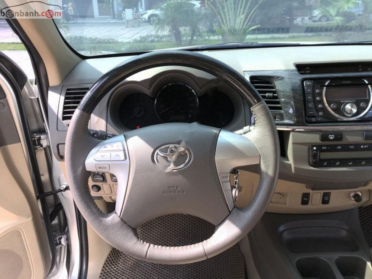Xe Toyota Fortuner sản xuất 2013, màu bạc chính chủ giá cạnh tranh