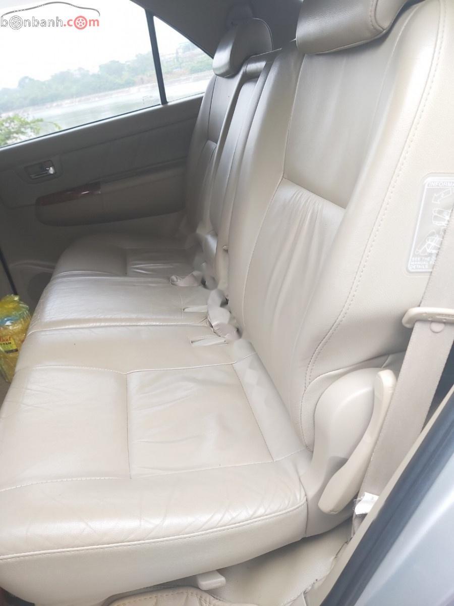 Xe Toyota Fortuner sản xuất 2010, màu bạc chính chủ