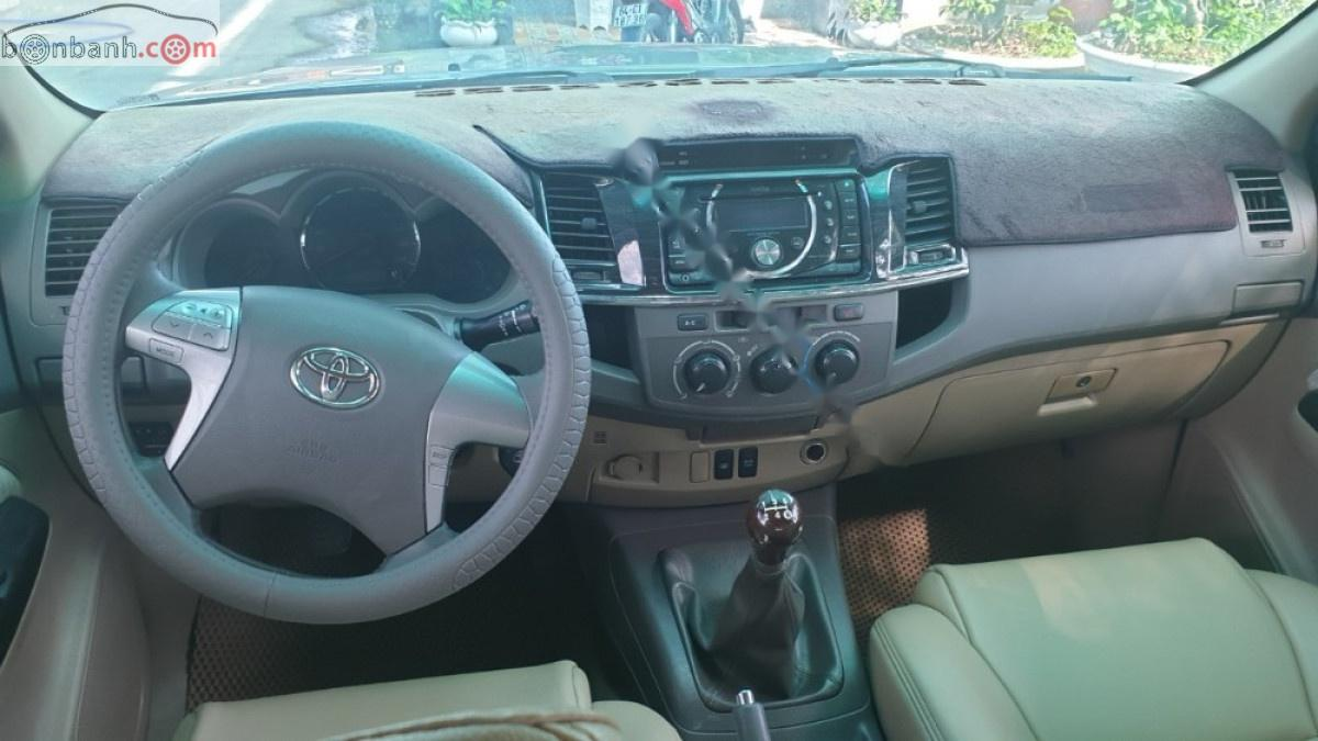 Bán Toyota Fortuner sản xuất 2012, màu bạc xe gia đình