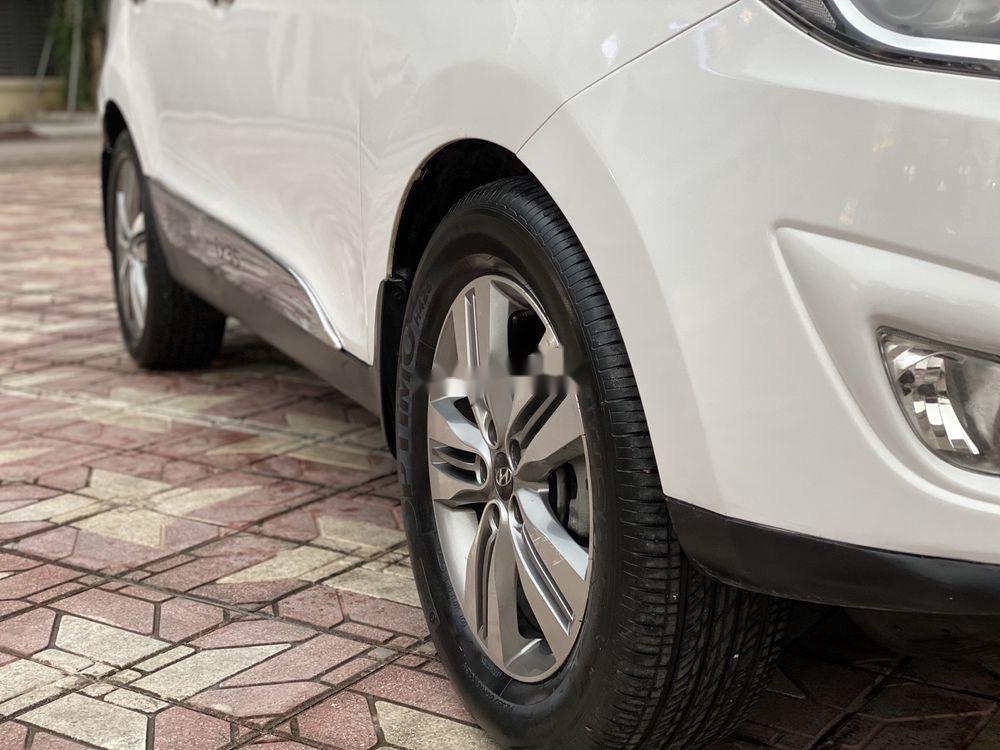 Cần bán xe Hyundai Tucson năm sản xuất 2014, màu trắng, nhập khẩu Hàn Quốc
