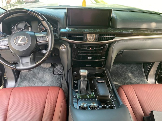 Bán ô tô Lexus LX 570 sản xuất  2017, màu đen, nhập khẩu chính hãng xe chỉ để gara không đi mới cứng
