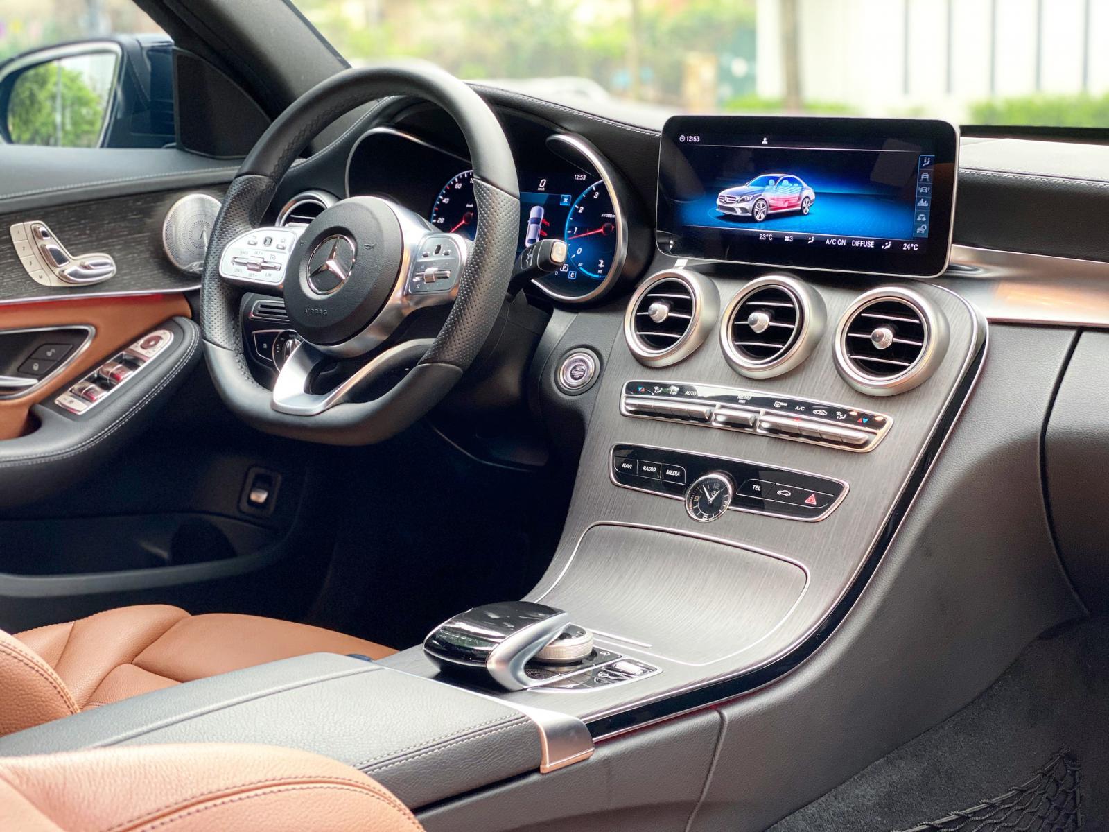 Bán Mercedes C300 AMG 2020 Chính chủ chạy lướt biển đẹp giá tốt