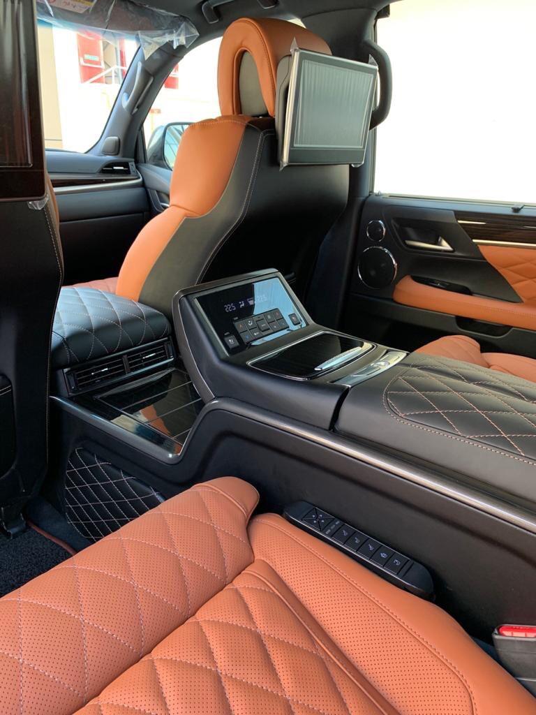 Bán Lexus LX 570 MBS 4 ghế vip màu trắng nội thất da bò sản xuất 2020 nhập mới 100%