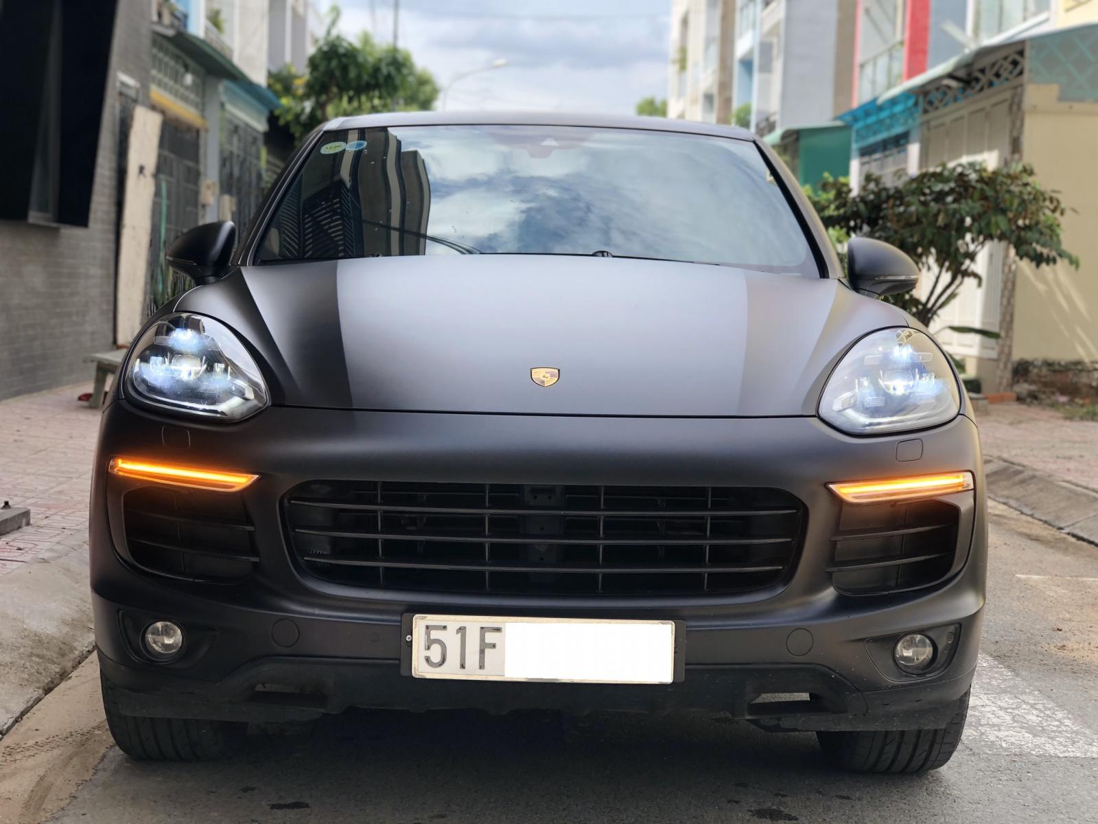 Cần bán xe Porsche Cayenne Turbo model 2015
