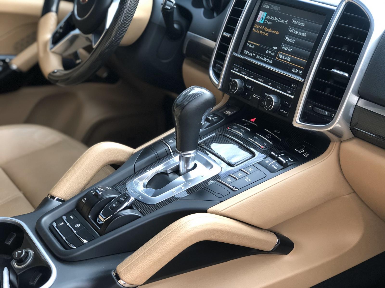 Xe Porsche Cayenne đời 2015, màu nâu, nhập khẩu, đẹp như mới