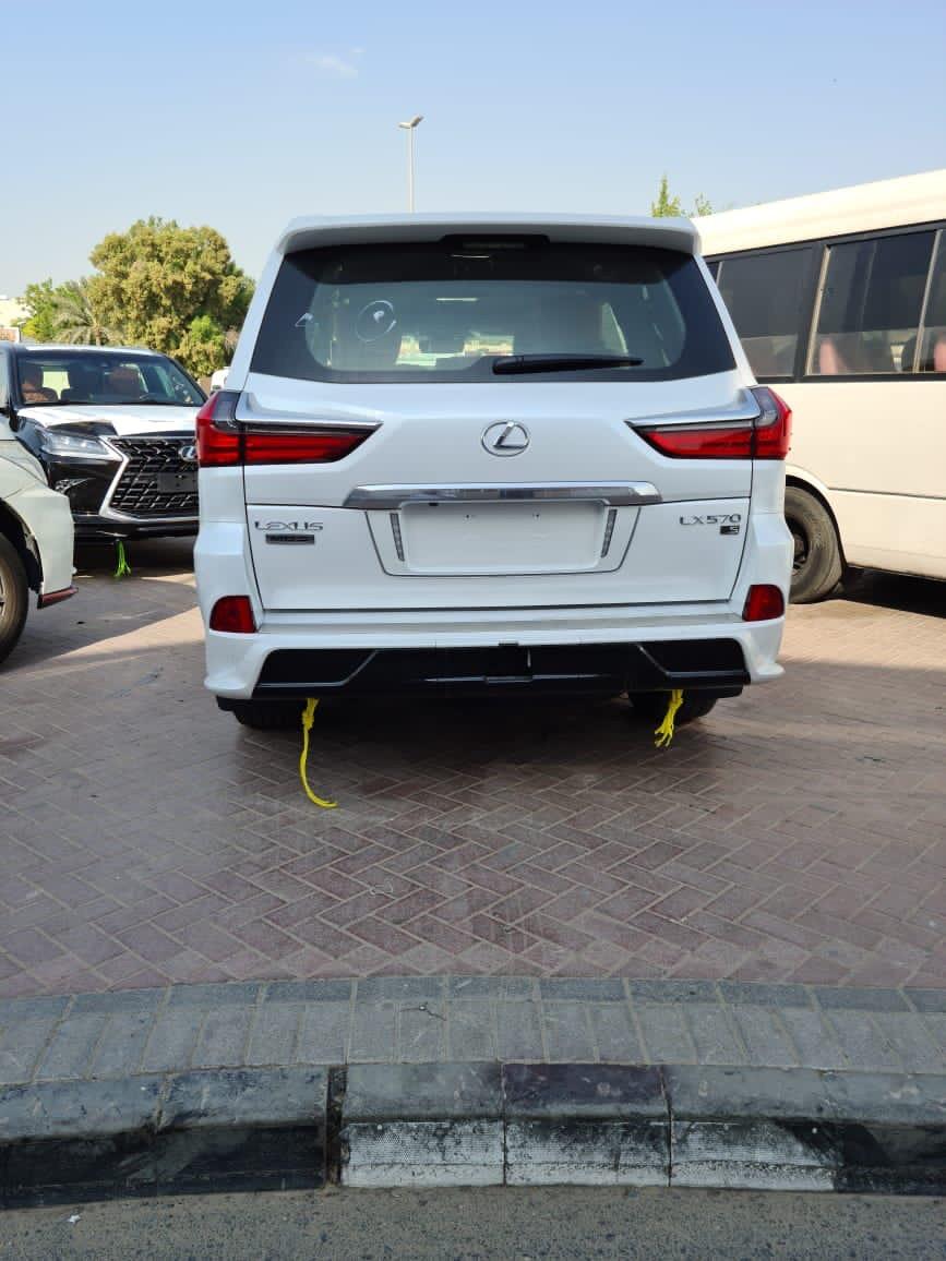 Bán Lexus LX570 MBS 2021 bản 4 ghế vip massage có bệ đỡ chân, xe màu trắng nội thất da bò