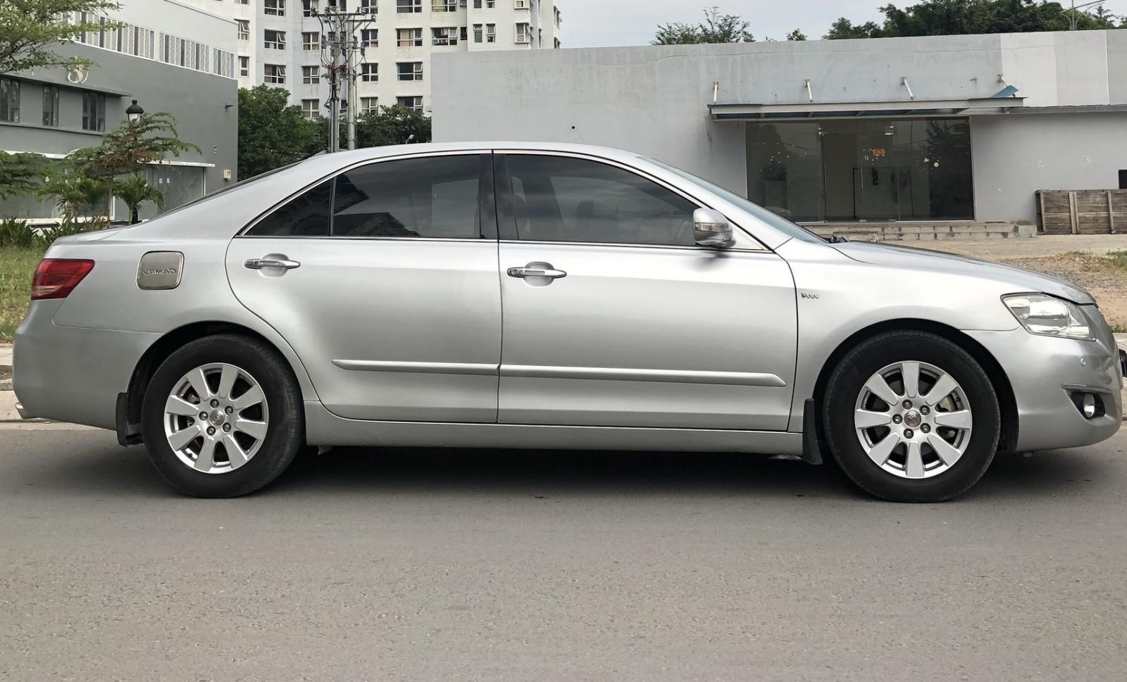 Cần bán Toyota Camry 2.4G màu bạc model 2008