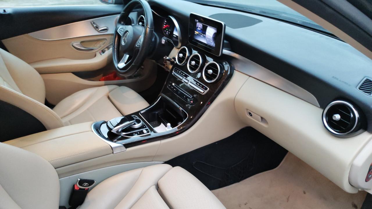 Không gian riêng sành điệu - Mercedes C200 năm 2015, màu đen
