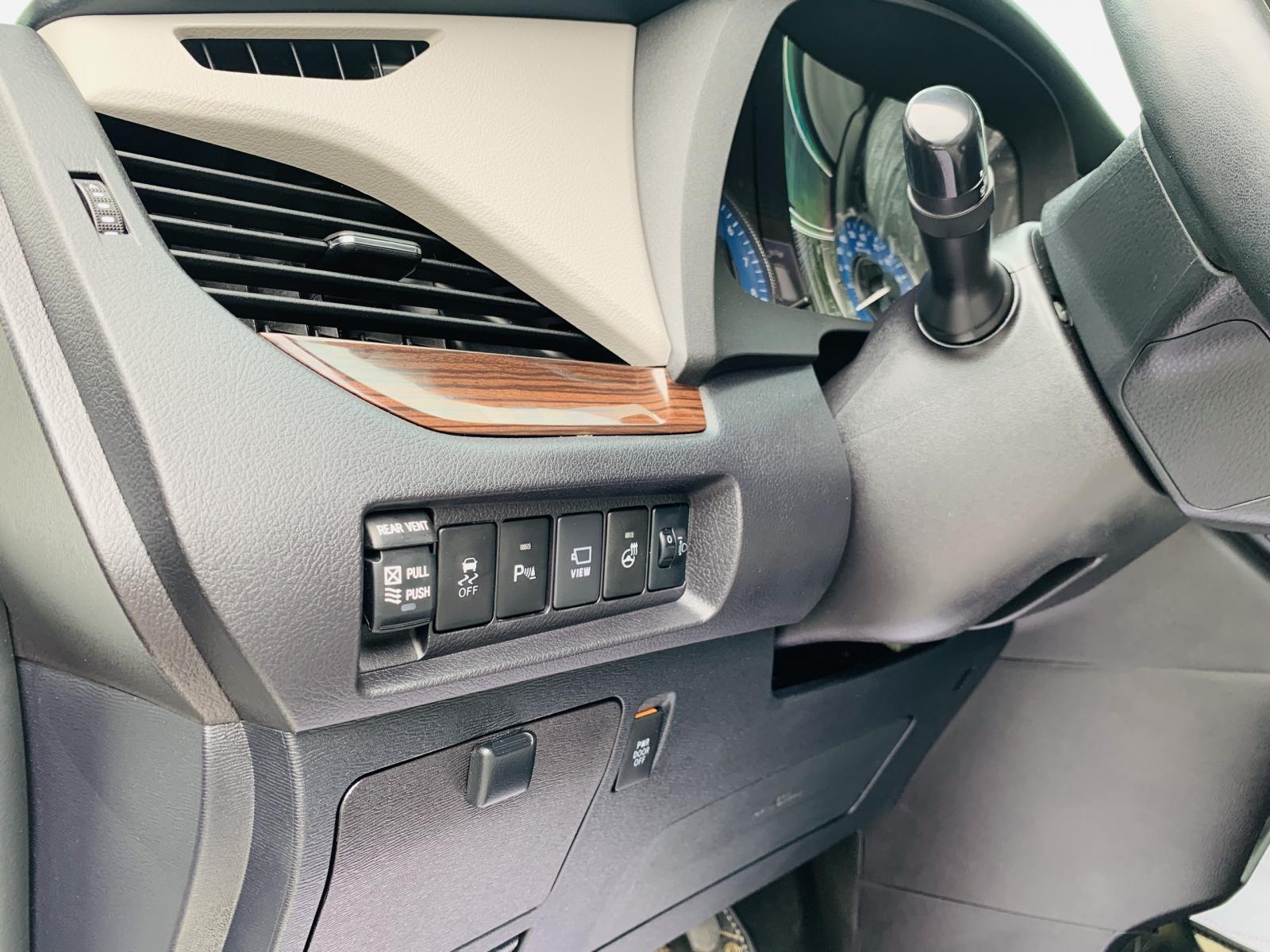 Cần bán Toyota Sienna Limited Platinum 3.5 đời 2018, màu trắng, nhập khẩu nguyên chiếc