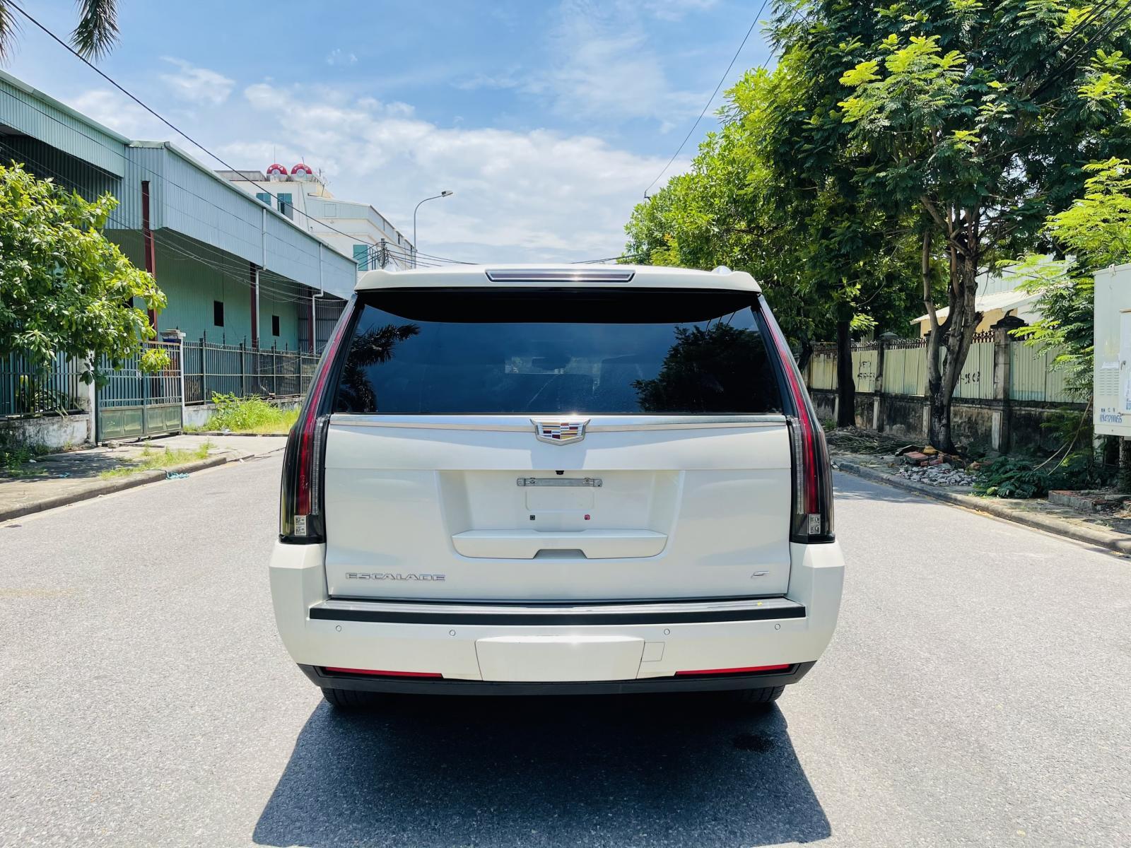 Bán ô tô Cadillac Escalade Platinum 2015, màu trắng, nhập khẩu chính hãng