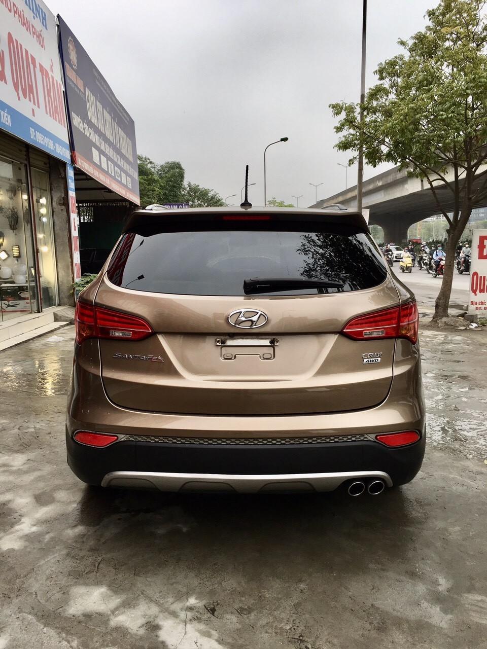 Cần bán xe Hyundai Santa Fe đời 2015, màu nâu giá cạnh tranh