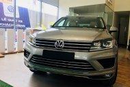 Bán Volkswagen Touareg màu bạc xe nhập, Giá tốt nhất thị trường hiện nay. Giảm mạnh 369 triệu, hotline: 0942050350 giá 2 tỷ 100 tr tại Khánh Hòa