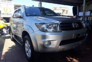 Cần bán xe Toyota Fortuner MT năm 2010, màu bạc giá 645 triệu tại Phú Yên