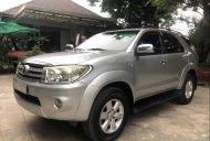 Cần bán lại xe Toyota Fortuner đời 2010, màu bạc xe gia đình giá 479 triệu tại Tp.HCM