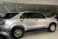 Cần bán gấp Toyota Fortuner 2.7V 4x2 đời 2012, màu bạc, số tự động giá 565 triệu tại Phú Thọ