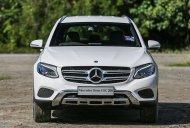 Bán ưu đãi nhân dịp đầu năm mới chiếc xe Mercedes-Benz GLC 200, sản xuất 2019, màu trắng giá 1 tỷ 650 tr tại Bình Dương