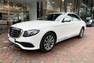 Bán Mercedes E200 2020 màu trắng, biển đẹp, xe chính hãng đã qua sử dụng giá 2 tỷ 60 tr tại Hà Nội