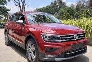 Cần bán xe Volkswagen Tiguan Allspace, màu đỏ, xe Đức nhập khẩu chính hãng, đang tặng trước bạ 173tr giá 1 tỷ 729 tr tại Tp.HCM