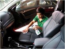 Mẹo làm sạch khoang nội thất xe ô tô cực dễ